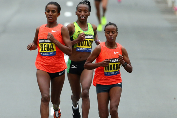 Buzunesh Deba, Caroline Rotich and Mare Dibaba lead the women's race at the 2015 Boston Marathon (Getty Images)