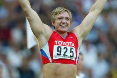 Svetlana Krivelyova wins the shot put final (Getty Images)