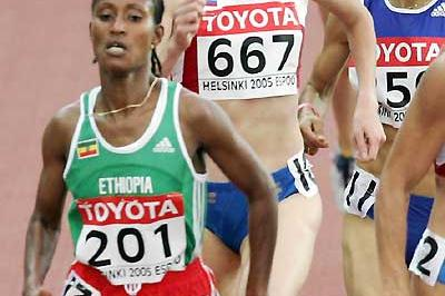 Yelena Soboleva (667) running in the Helsinki World Championships - Bati ETH (201) and Ghezielle FRA (250) (AFP/Getty Images)