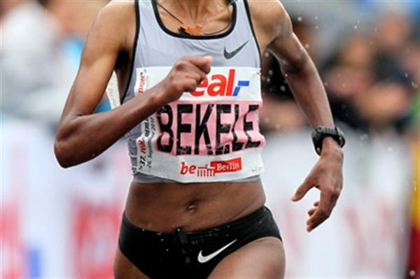 Bezunesh Bekele on the way to her runner-up finish at the real_Berlin Marathon (Victah Sailer)