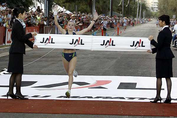 Lyubov Denisova of Russia wins the Honolulu Marathon in 2:27:19 course record (Errol Anderson)