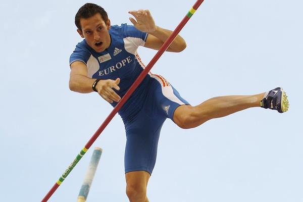 Renaud Lavillenie in the pole vault at the IAAF Continental Cup (Getty Images)