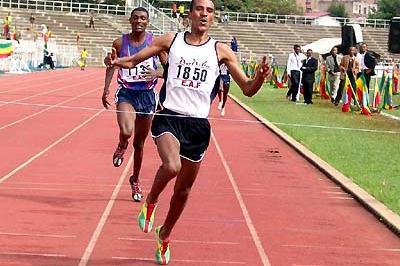 Gebregziabher Gebremariam wins men's 5000m (13.45.65) at Ethiopian champs (Nahom Tesfaye)