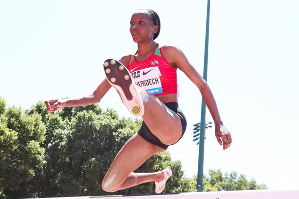 Beatrice Chepkoech on her way to winning the steeplechase at the IAAF Diamond League meeting in Stanford (Victah Sailer)