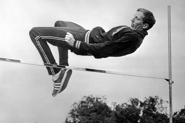 Dick Fosbury in a training session ahead of the 1968 Olympic Games in Mexico City (AFP / Getty Images)