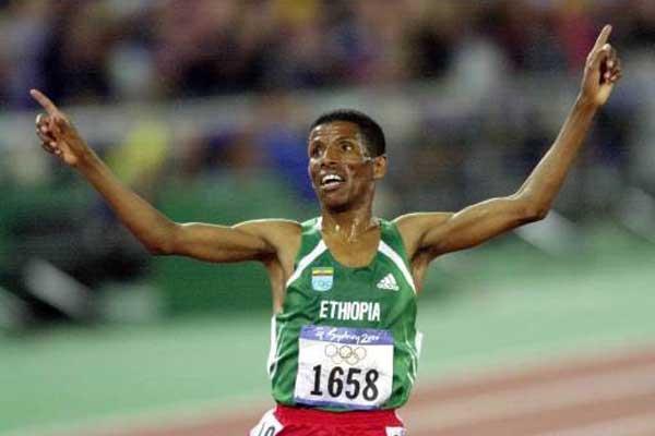 Haile Gebrselassie (ETH) after winning Sydney Olympic 10,000m (Getty Images)