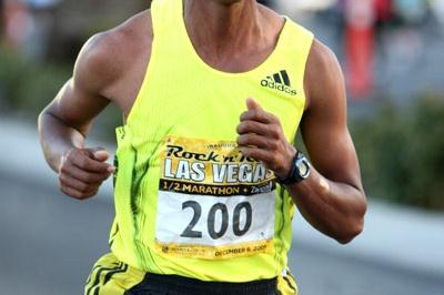 Bekana Daba en route to a victory at the Las Vegas Half Marathon (Victah Sailer)