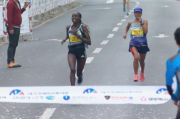 Caroline Kilel wins the Daegu Marathon (Organisers)