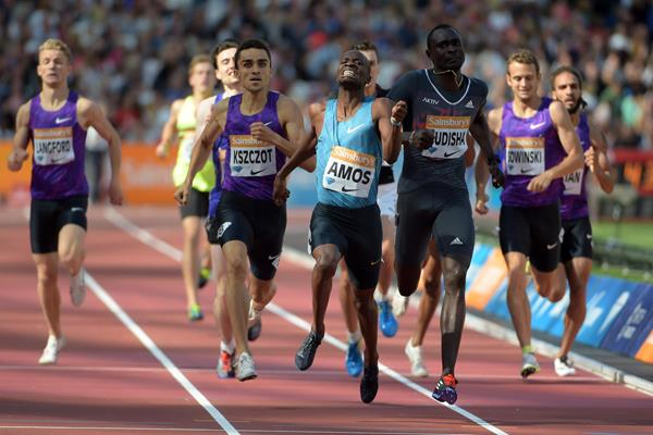 Nijel Amos winning the 800m at the 2015 IAAF Diamond League meeting in London (Kirby Lee)