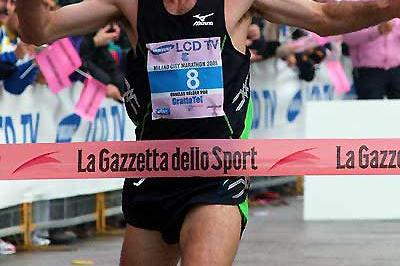Helder Ornelas (2:09:59) wins the 2005 Milan Marathon on in his debut at the distance (Lorenzo Sampaolo)