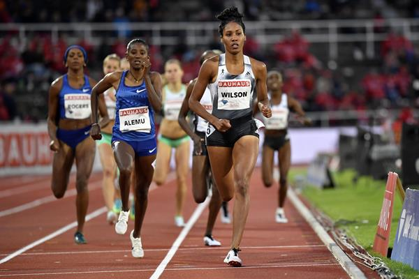 Ajee Wilson en route to victory in the Stockholm 800m (Hasse Sjogren)