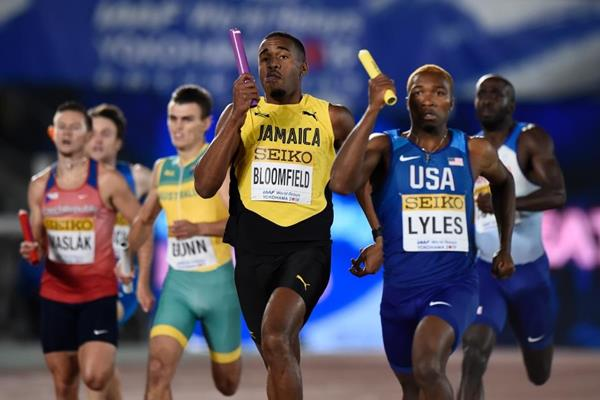 Jamaica's Javon Francis and USA's Josephus Lyles in the men's 4x400m at the IAAF World Relays Yokohama 2019 (Getty Images)