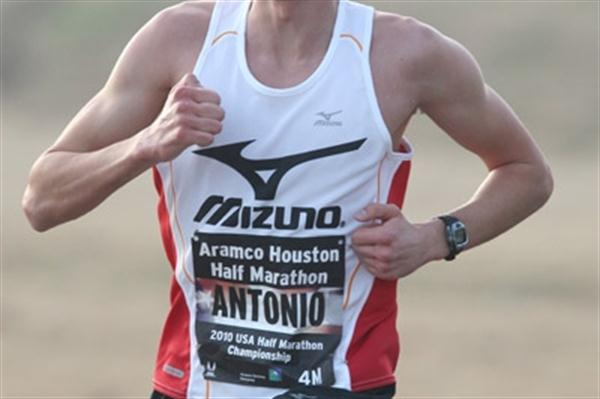 Antonio Vega en route to his 1:01:54 win at the Houston Half Marathon (Victah Sailer)