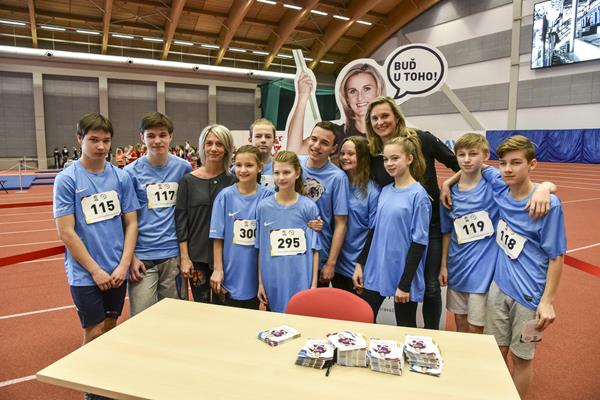 Students participating in 'Ostrava supports continents' ahead of the IAAF Continental Cup (organisers)