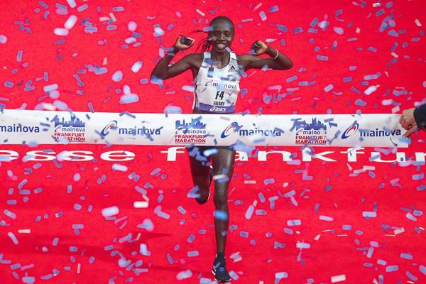 Valary Jemeli Aiyabei wins the Frankfurt Marathon (Victah Sailer / organisers)