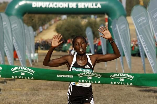 Florence Kiplagat cruises to victory in Seville (Juan Rodelas)