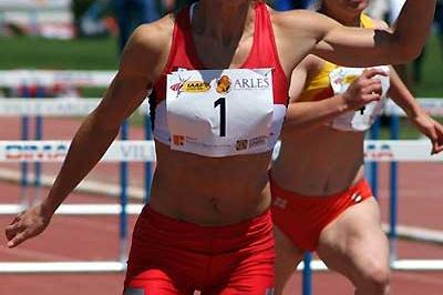 Jessica Zelinka of Canada in the 100m Hurldes in Arles (Lorenzo Sampaolo)