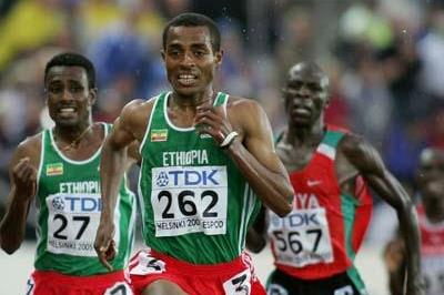 Kenenisa Bekele sprints to the line in the men's 10,000m final (Getty Images)