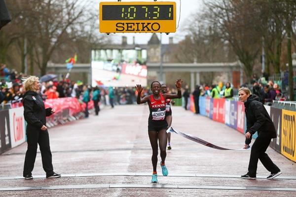 Peres Jepchirchir wins the women's race at the IAAF/Cardiff University World Half Marathon Championships Cardiff 2016 (Getty Images)