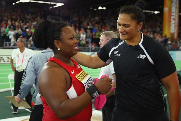 Valerie Adams congratulates Michelle Carter at the IAAF World Indoor Championships Portland 2016 (Getty Images)