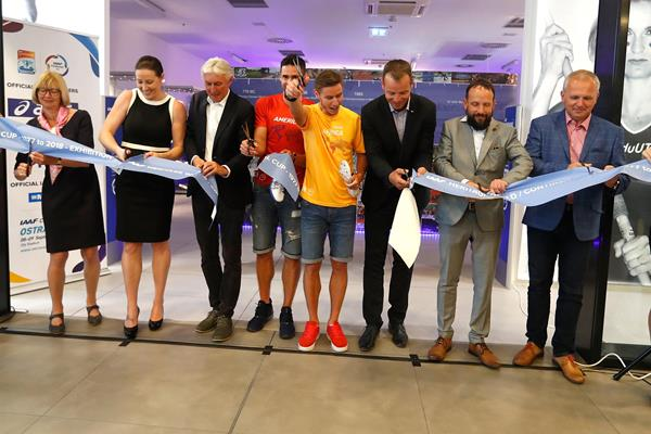Ribbon-cutting ceremony at the IAAF Heritage World / Continental Cup - 1977 To 2018 - Exhibition in Ostrava (Getty Images)