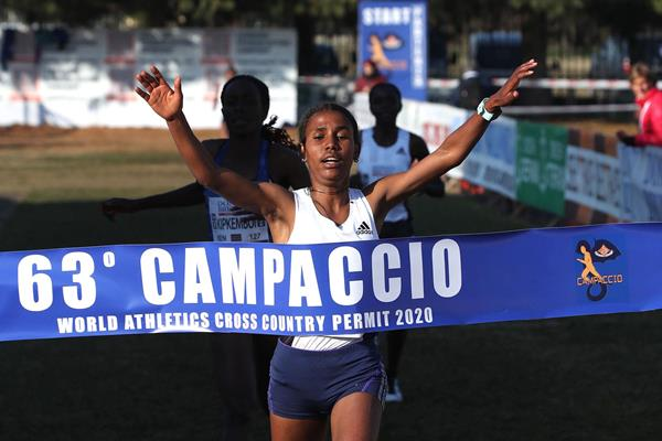 Fotyen Tesfay takes a narrow victory at the Campaccio Cross Country (Giancarlo Colombo)