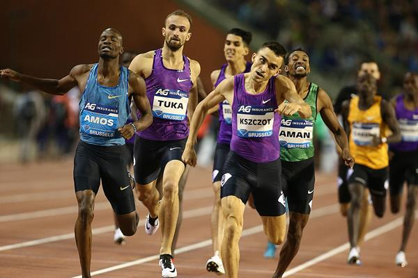 Adam Kszczot winning the 800m at the 2015 IAAF Diamond League final in Brussels (Giancarlo Colombo)