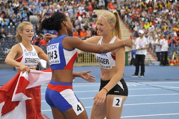Sarah Lagger and Adriana Rodriguez at the end of the heptathlon at the IAAF World U20 Championships Bydgoszcz 2016 (Getty Images)