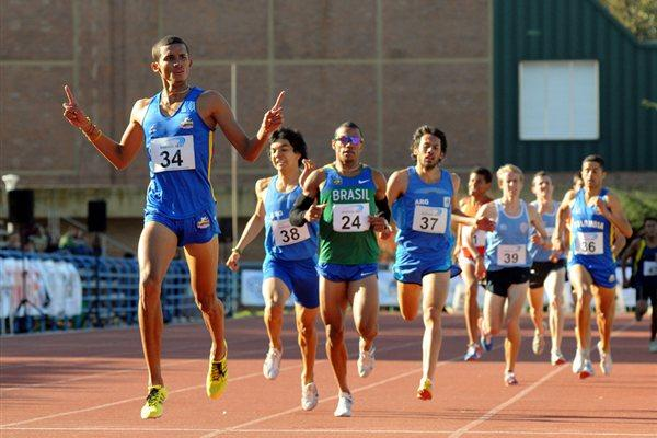 Colombian Rafith Rodríguez takes a tactical 800m victory in Buenos Aires (Eduardo Biscayart)