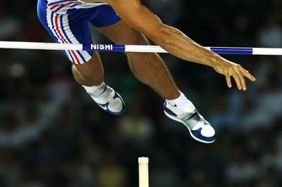 Romain Mesnil of France in the Pole Vault qualifications (Getty Images)