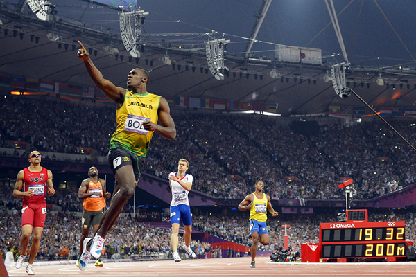 Usain Bolt wins the 200m at the London 2012 Olympic Games (AFP / Getty Images)