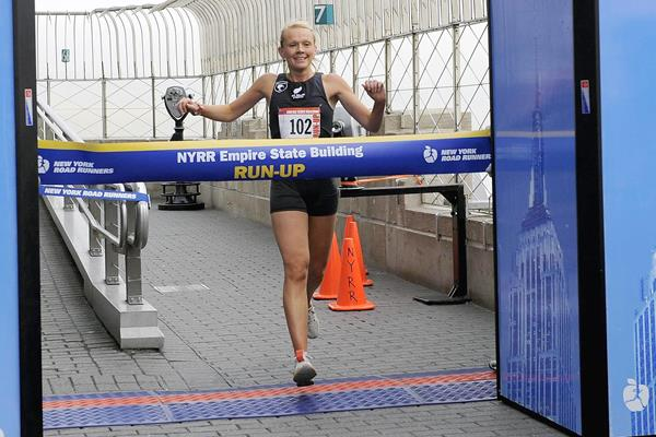 Melissa Moon winning the 2010 Empire State Building Run-up (Getty Images)