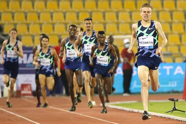 Stewart McSweyn on his way to winning the 1500m at the Wanda Diamond League meeting in Doha (AFP / Getty Images)