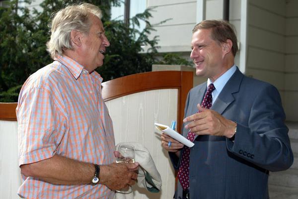 Armin Hary con el periodista de atletismo Olaf Brockmann en Zurich en 2003 (Olaf Brockmann)
