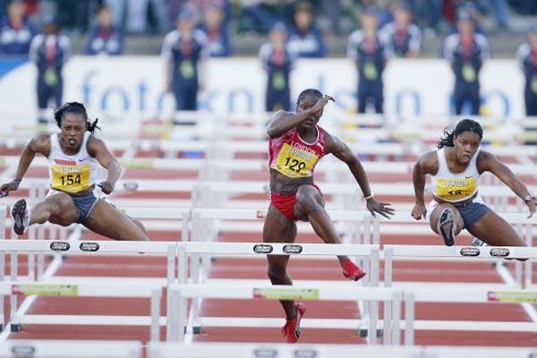 Gail Devers (left) out-sprints Perdita Felicien (right) in the 100m Hurdles at the Bergen Bislett Games (Getty Images)