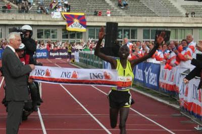 2:06:29 victory for Emmanuel Mutai in Amsterdam (ING Amsterdam Marathon)