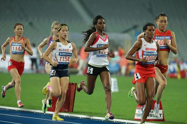 Maryam Jamal leading the 1500m at the 2014 Asian Games (Getty Images)