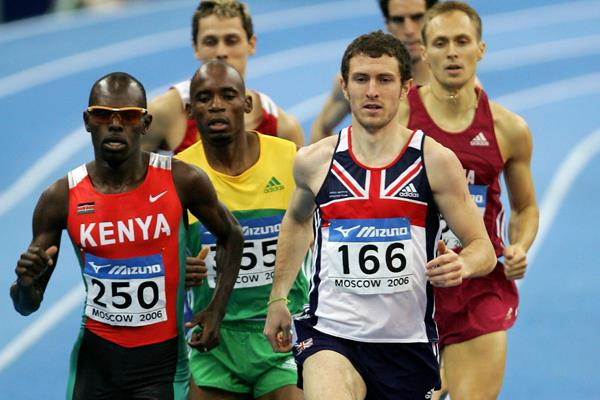 Jimmy Watkins leads the 800m final at the 2006 World Indoor Championships in Moscow (Getty Images)