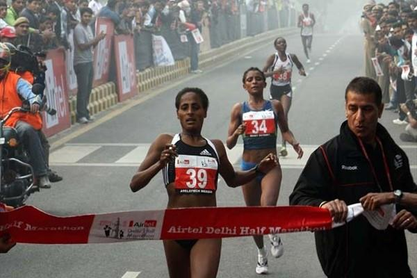 Mergia Aselefech wins the women's race at the 2008 Airtel Delhi Half Marathon (AFP / Getty Images)
