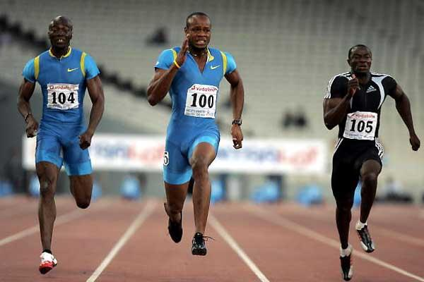 Athens World record: Asafa Powell (centre) - Francis Obikwelu of Portugal (left) and Aziz Zakari of Ghana (right) (AFP/Getty Images)