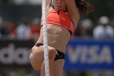 Jenn Stuczynski sets a new American Pole Vault record in Carson (Kirby Lee)
