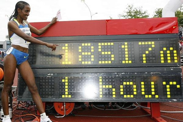 scoreboard says it all - One Hour World record for Dire Tune in Ostrava (graf.cz)