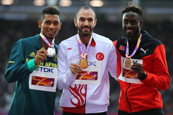 Wayde van Niekerk, Ramil Guliyev and Jereem Richards with their medals from the men's 200m at the IAAF World Championships London 2017 (Getty)