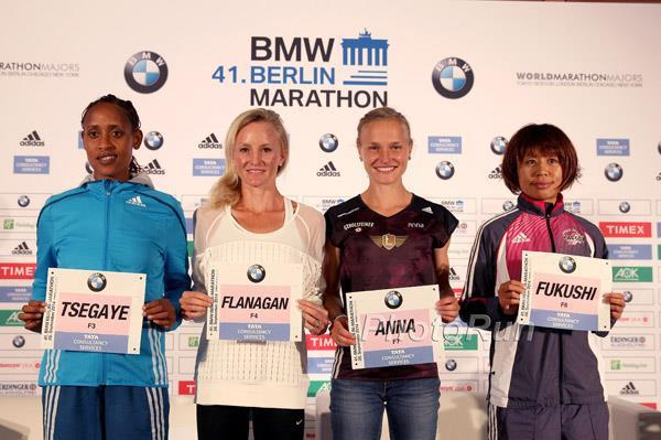 Tirfi Tsegaye, Shalane Flanagan, Anna Hahner and Kayoko Fukushi ahead of the 2014 Berlin Marathon (organisers / www.photorun.net)