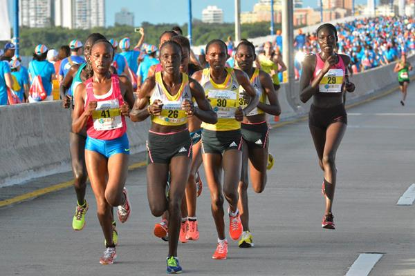Mary Wacera (left, 41) in action at the World's Best 10K in San Juan (Organisers)