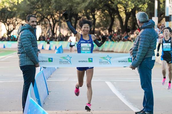 Hitomi Niiya wins the Houston Half Marathon (Victah Sailer / organisers)