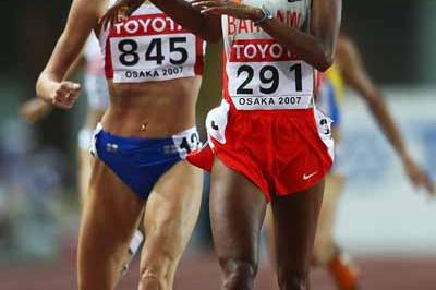 Maryam Yusuf Jamal of  Bahrain and Yelena Soboleva of Russia during the 1500m Final (Getty Images)