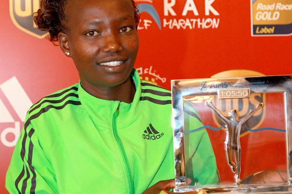 Mary Keitany with her AIMS Athlete of the Year award (Victah Sailer)