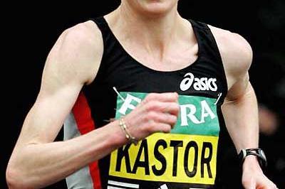 Deena Kastor (USA) en route to her 2006 win In London (Getty Images)