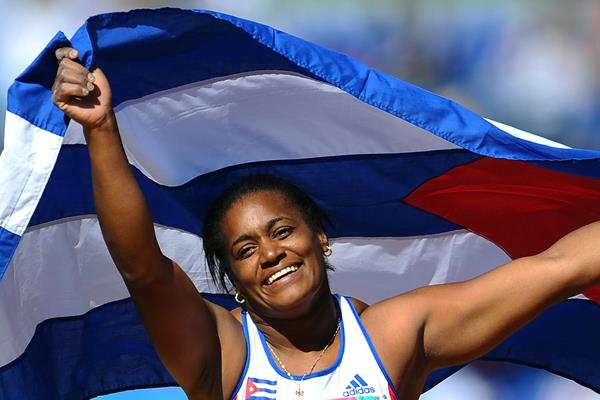 Yipsi Moreno celebrates her victory in the hammer (Getty Images)
